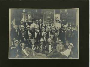 Meni Lodge (no. 217). I like this photo for its turn of the century quality. The man in the front row, second from the left, has a Great Gatsby quality about him. On the back he is listed as Nathaniel Bound.