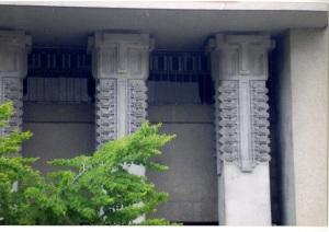 These columns remind me of the Hollyhock House.
