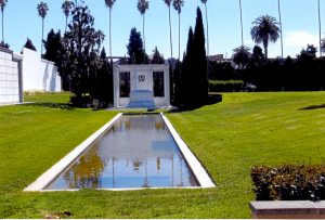 Douglas Fairbanks knew how to be buried.