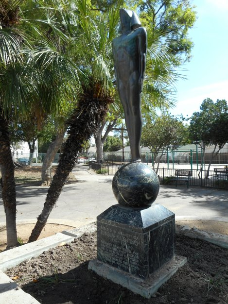 Over the weekend I also went to DeLongpre Park in Hollywood. It's 2 blocks south of Sunset and 3 blocks east of Highland. There are 2 Rudolph Valentino statues.